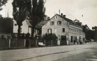 1938: 7 Fenster vorne
