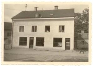 1942: 4 Fenster vorne